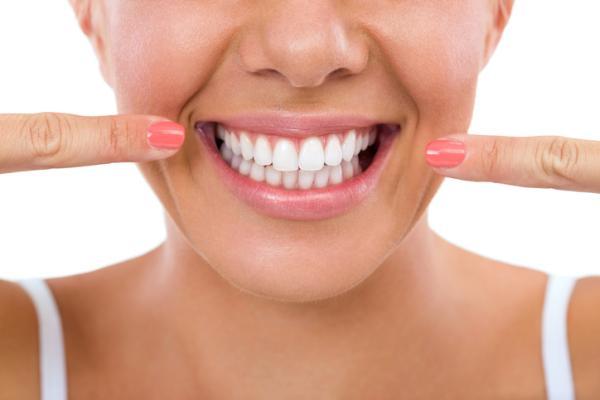 18 usos del vinagre blanco - El vinagre blanco como blanqueador dental