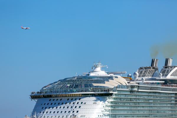 Cuánto contamina un crucero - ¿Qué contamina más un crucero o un avión?