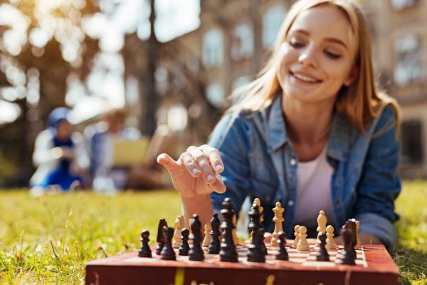 Actividades ecológicas al aire libre - Jugar a juegos de mesa al aire libre