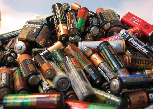 Cosas que contaminan el medio ambiente - Pilas