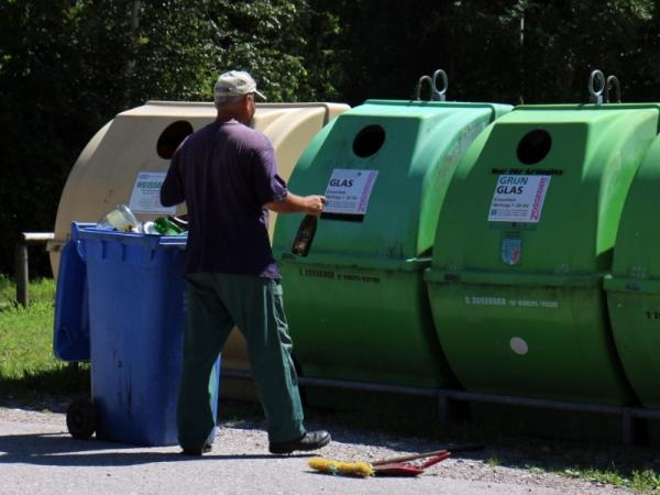 Cuáles son los tipos de contenedores de reciclaje - Contenedor verde (iglú)