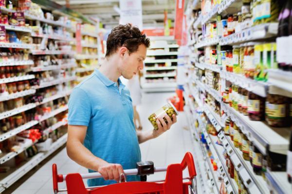Cómo ahorrar en comida en casa - Comprobar la fecha de caducidad para ahorrar comida