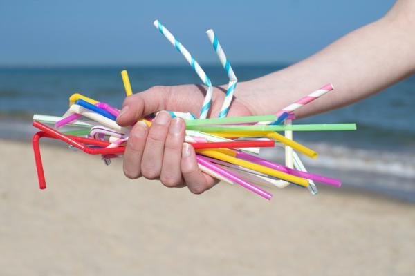 Problemas medioambientales y soluciones - Uso de plástico de usar y tirar