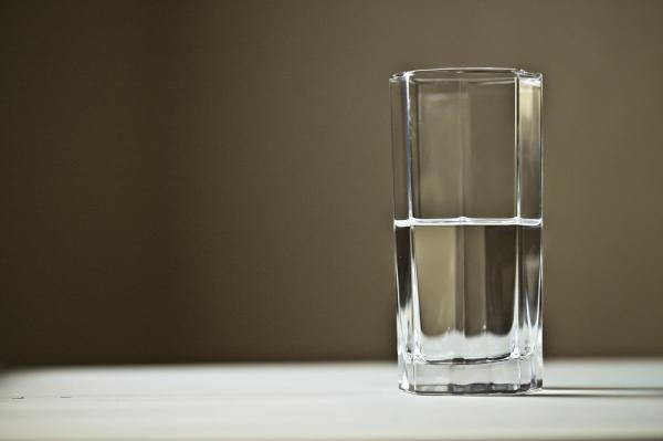 Cómo hacer un filtro de agua casero para beber - Cómo hacer un filtro de agua casero de arena, carbón y piedras - pasos