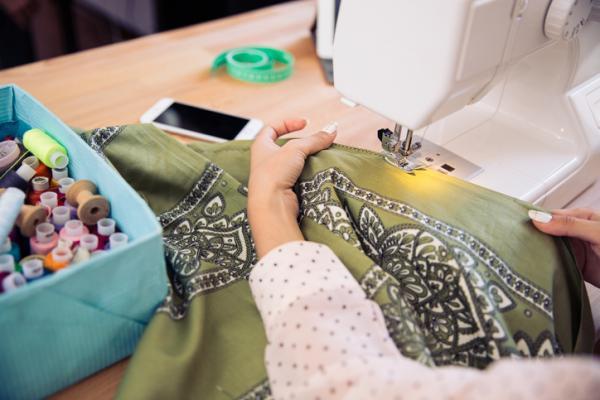 Cómo reciclar ropa - Cómo hacer un vestido con una camiseta vieja