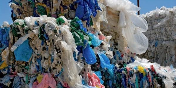 El impacto medioambiental de las bolsas de plástico es enorme