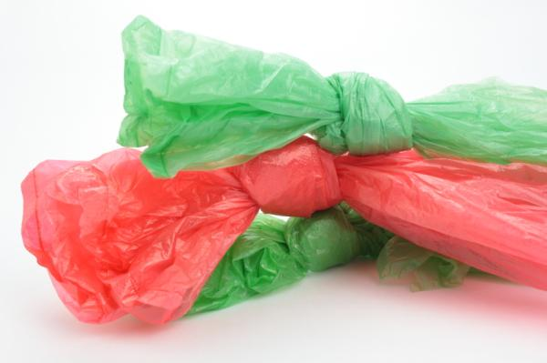 El impacto medioambiental de las bolsas de plástico es enorme - Por qué las bolsas de plástico contaminan el medio ambiente