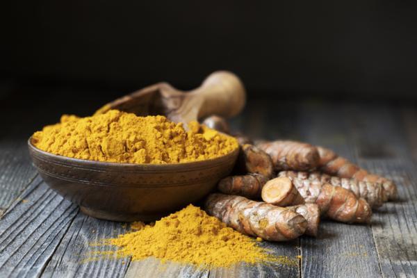 13 antivirales naturales - Cúrcuma, otro antiviral natural potente