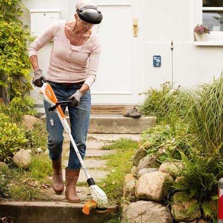 Cómo eliminar las malas hierbas del césped - Desbrozadora para las malas hierbas