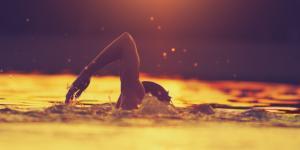 Por qué el agua moja: explicación para niños