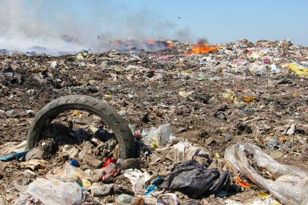 Contaminaci n del suelo causas consecuencias y soluciones for Materiales que componen el suelo