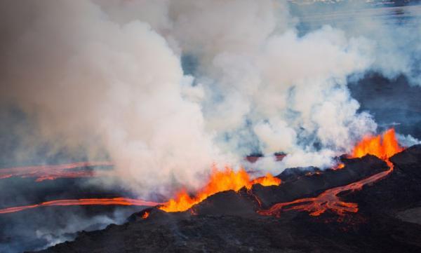 Partes de un volcán - Fisuras