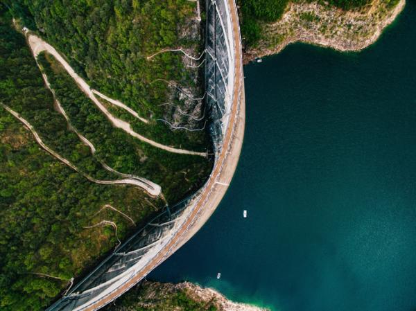 Qué es la energía hidráulica y ejemplos - Cómo funciona la energía hidráulica y tipos de centrales hidroeléctricas
