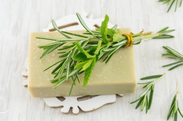 Cómo hacer jabones artesanales naturales de hierbas - Cómo hacer jabón de romero casero