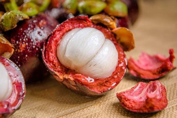 30 nombres de frutas tropicales raras - Mangostino