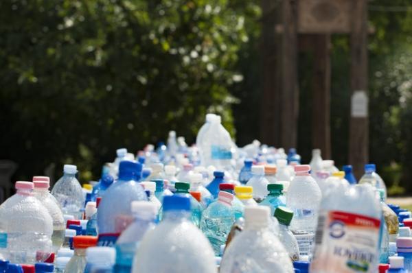 Consejos para reducir el uso de plásticos y envases