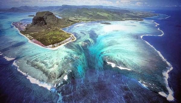 15 curiosidades de la naturaleza que te sorprenderán - Las cataratas submarinas de la isla de Mauricio