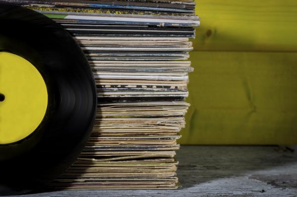 Cuáles son los desperdicios más difíciles de reciclar - Juguetes, discos y vinilos
