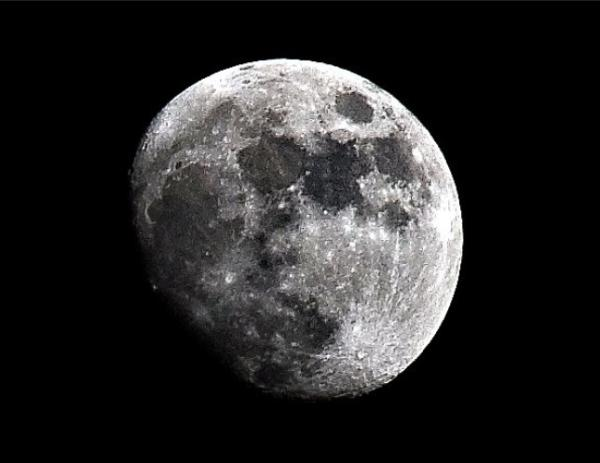 Por qué la Luna tiene agujeros - La Luna: qué es, composición y fases