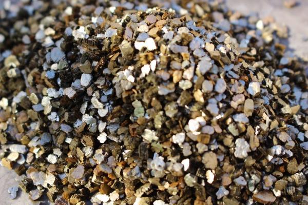 Vermiculita: qué es, usos y cómo hacerla - Qué es la vermiculita