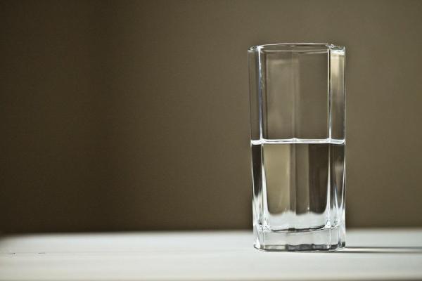 Comment fabriquer un filtre à eau - Comment fabriquer un filtre à eau maison à partir de sable, de charbon et de pierres - Étapes